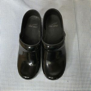 Dansko patten leather shoes sz36.   LL427